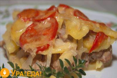 мясо с картошкой и помидорами