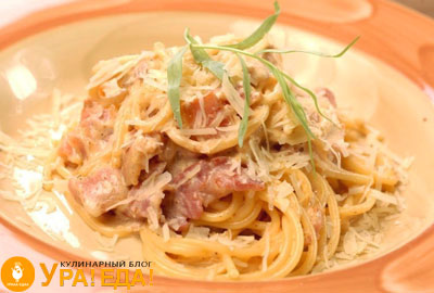 спагетти на тарелке