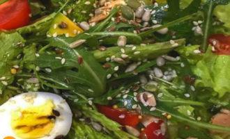 салат посыпанный семечками