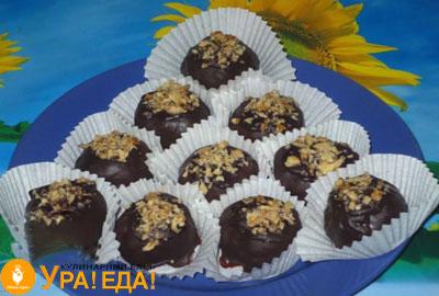 круглые пироженки в шоколаде
