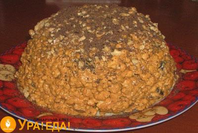 торт горкой посыпанный шоколадом