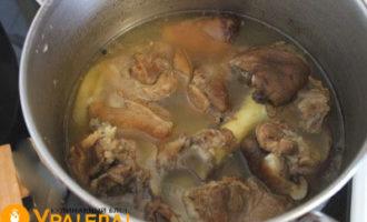 отваренное мясо с бульоном