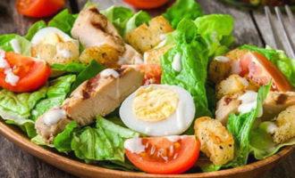 салат Цезарь с курицей в домашних условиях, рецепт с фото классический