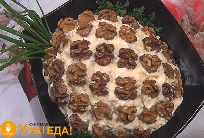 салат в форме ананаса