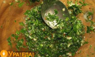 зелень с маслом и специями
