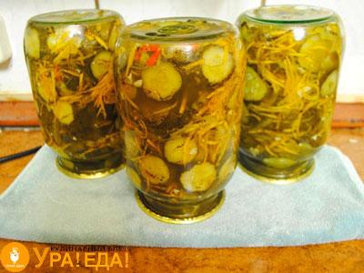 салат в перевернутых баночках литровых