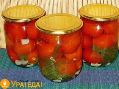 три маленьких баночки с помидорками