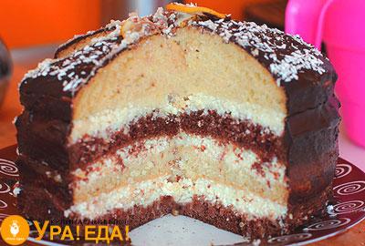 торт с вырезанным куском