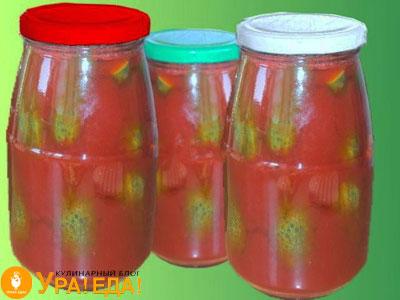 огурцы в банках с томатом