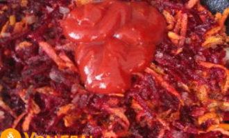 в зажарку кладем томат