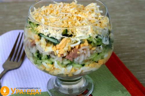 Салаты из печени трески с рисом слоями, с огурцом и другими ингредиентами