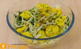 картошка с луком и зеленью