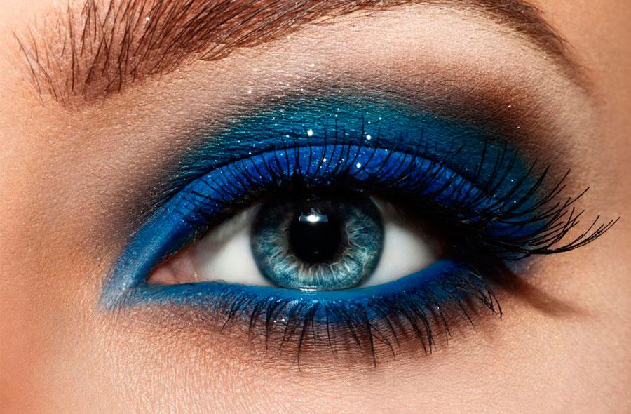 Техника макияжа в синих тонах от Clarins