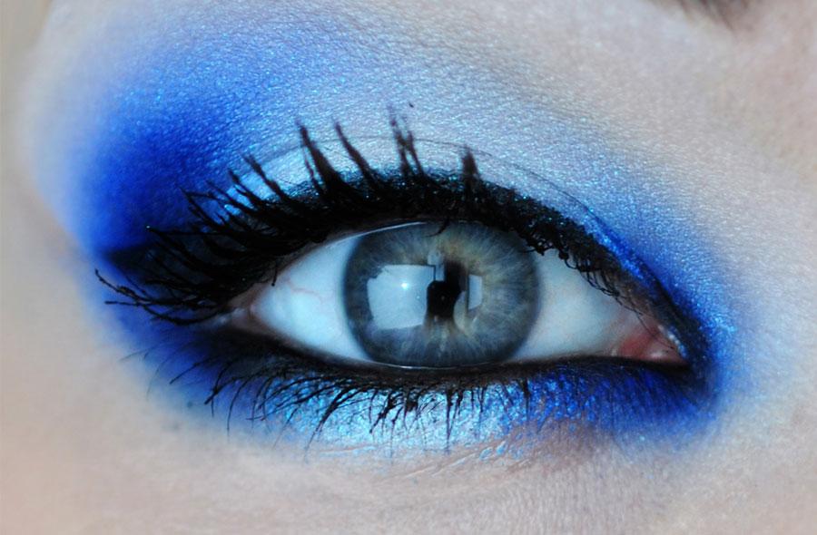 Техника макияжа в синих тонах от Ив Роше
